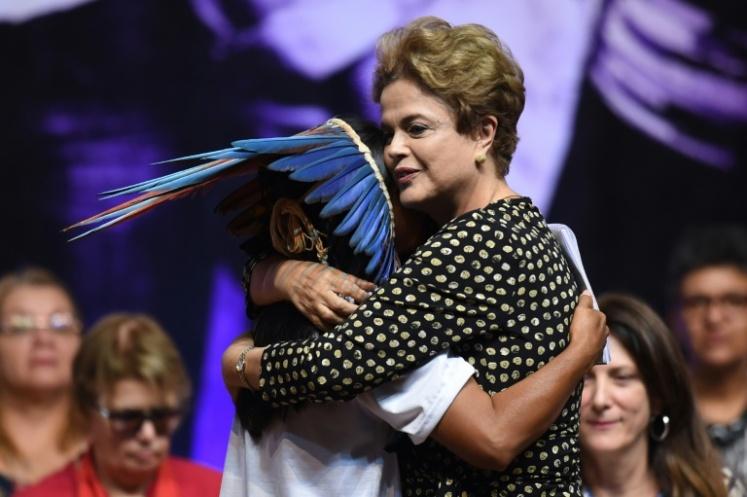 Dilma e indigena