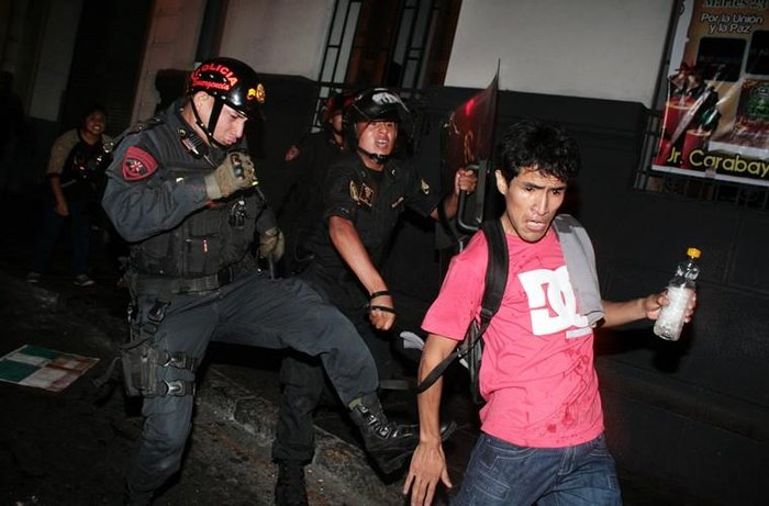 policia_represion-jpg_700x0