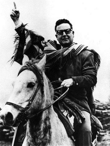 salvador-allende-caballo