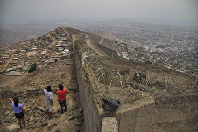 Muro de la Verguenza Lima
